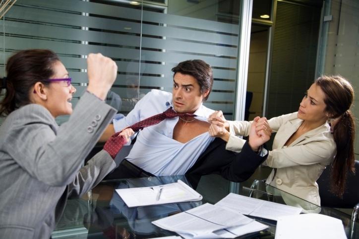 TPM Causa briga no trabalho e bipolaridade. tem gente que acha que TPM é bobagem.