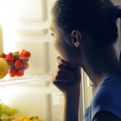 Veja 10 alimentos que ajudam na hora de dormir
