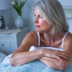 Ter uma má noite de sono envelhece o cérebro em 5 anos